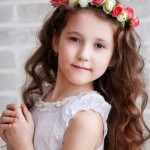 Flower-Wreath-Hairstyles-for-Flower-Girls
